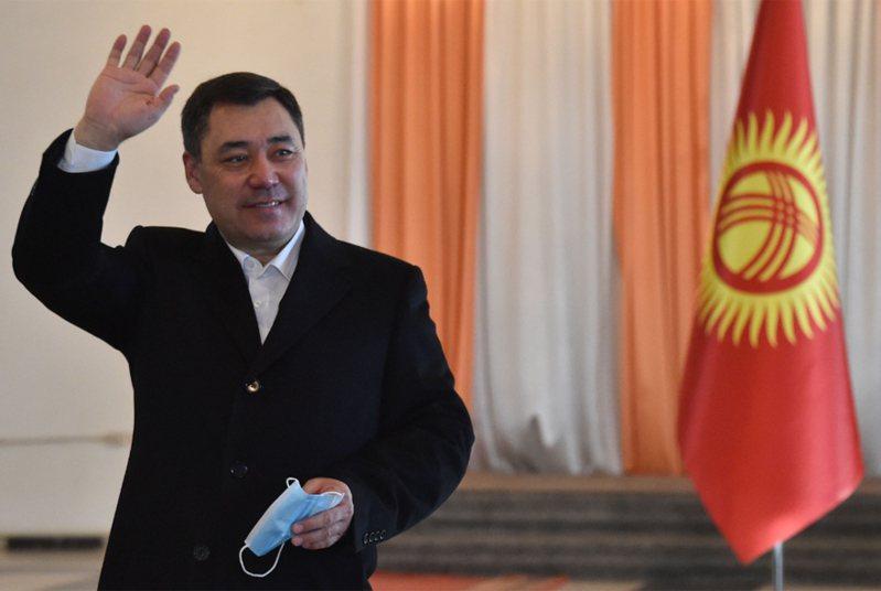 吉爾吉斯前代理總統賈帕洛夫,有望拿下近8成選票當選。 法新社
