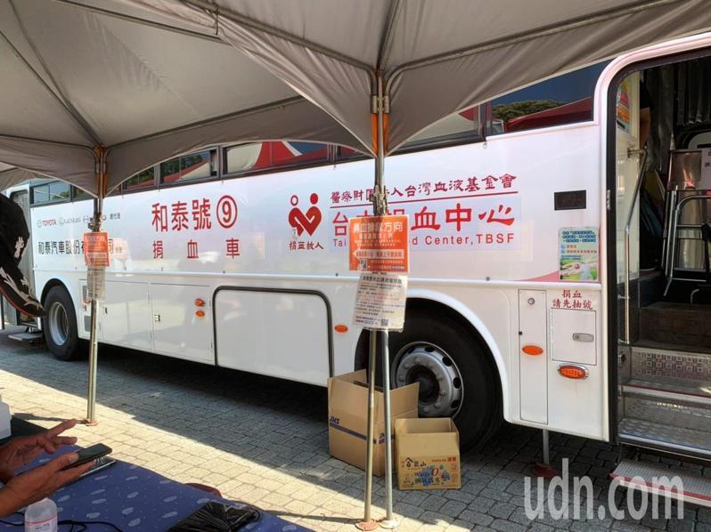 紫南宮平日都有兩輛捐血車將停放於水濂瀑布廣場,歡迎民眾挽袖捐血再送牛年錢母。記者黑中亮/攝影