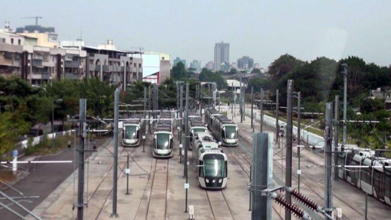 高雄輕軌大南環段明午通車,全長12.8公里,將是全台運行中的捷運最長的一條。記者王昭月/攝影