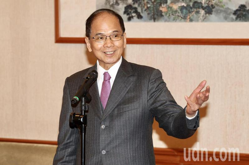 游錫堃上任以來,多次受邀出席立委與地方政府在立法院康園前廣場舉辦的台灣農產品推廣活動。記者林伯東/攝影