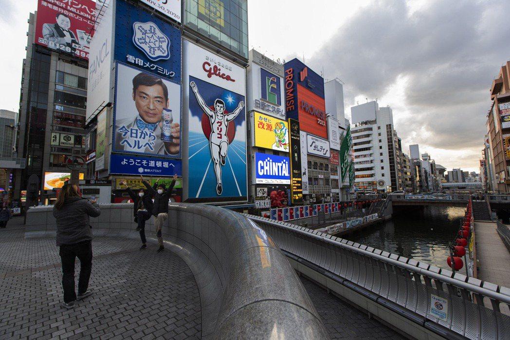 日本讀賣電視台報導,政府準備將緊急狀態擴大到大阪等關西三地區,最快13日發布。 ...