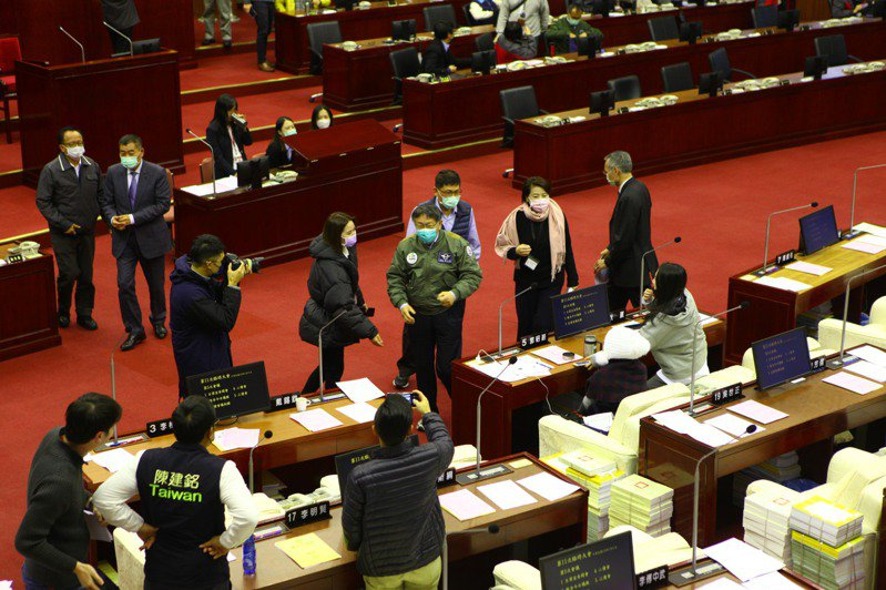 台北市政府110年度總預算今終於三讀通過,這也是市長柯文哲任內,年度總預算審查最久一次。記者林麗玉/攝影