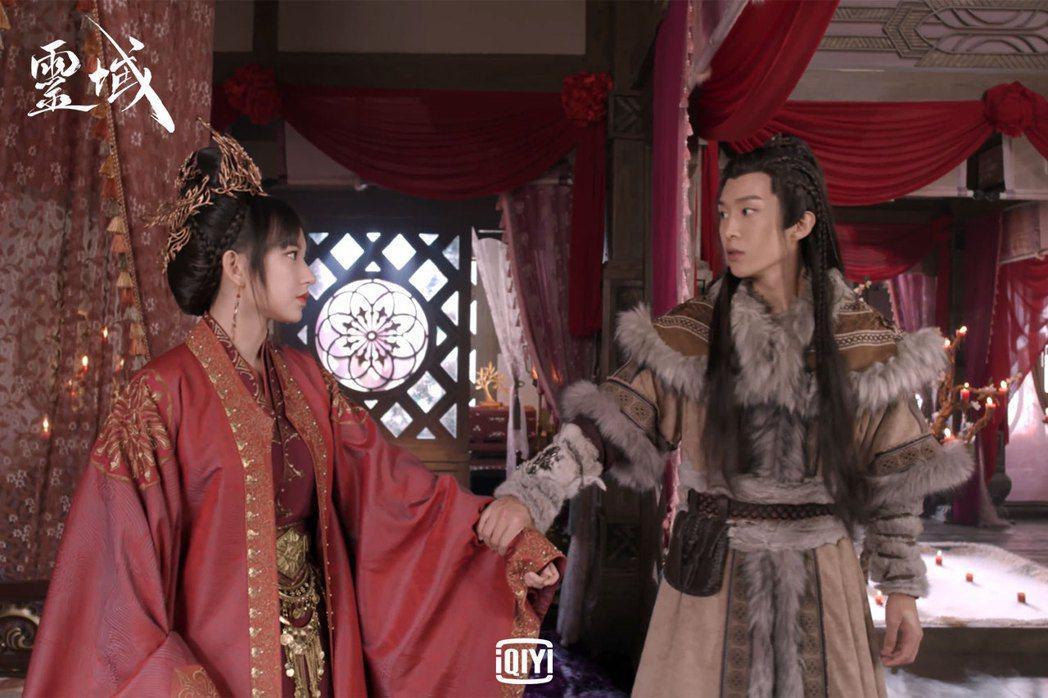 范丞丞(右)、程瀟私下感情像兄弟,演出感情戲坦言害羞。圖/愛奇藝國際站提供