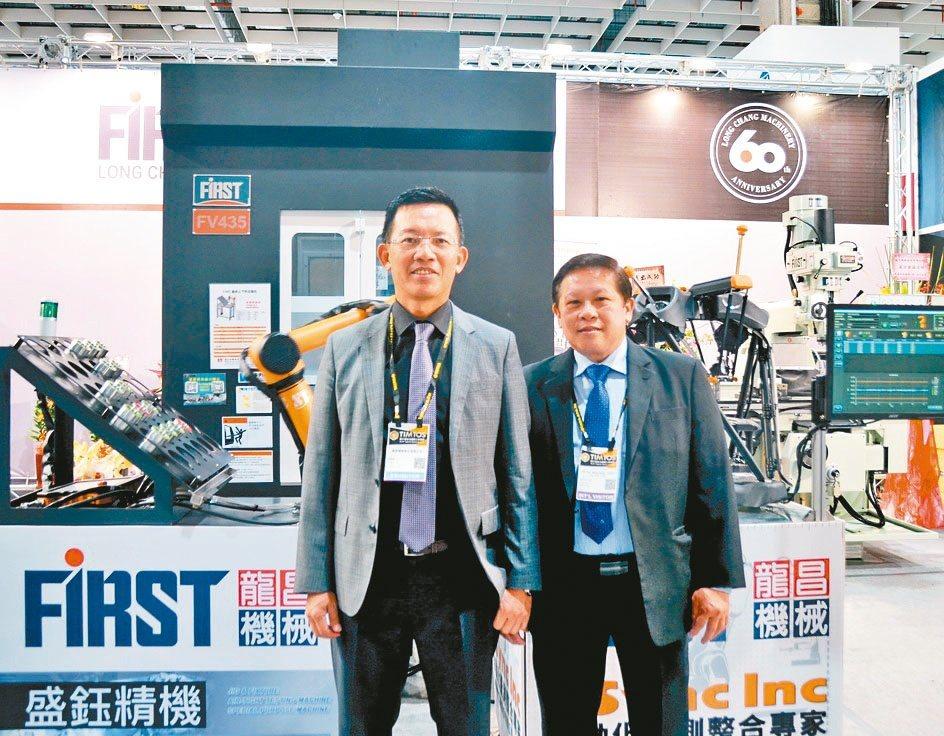 龍昌機械董事長林昇進(左)帶領公司做足準備,期在景氣復甦後搶得先機。楊聰橋/攝...