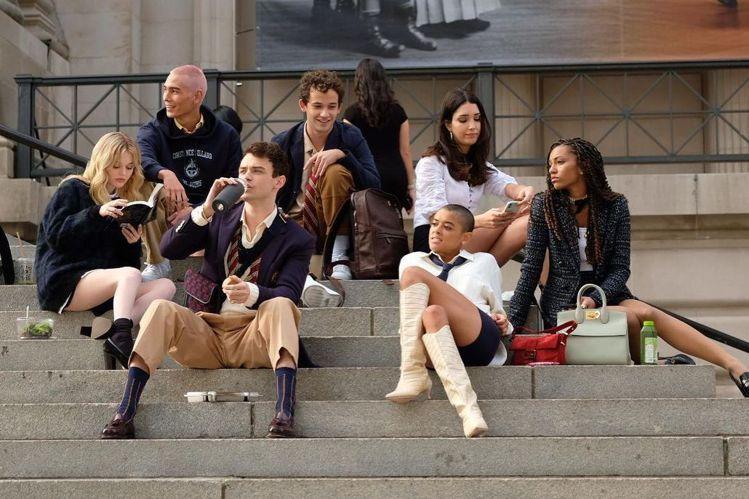 影音串流平台進入戰國時代,為求抓住觀眾目光,知名IP成了備受倚重的噱頭:HBO Max宣告請出莎拉潔西卡派克、克莉絲汀戴維斯與辛西亞尼克森再拍「慾望城市」,換上年輕新秀陣容的全新「花邊教主」也在拍攝...