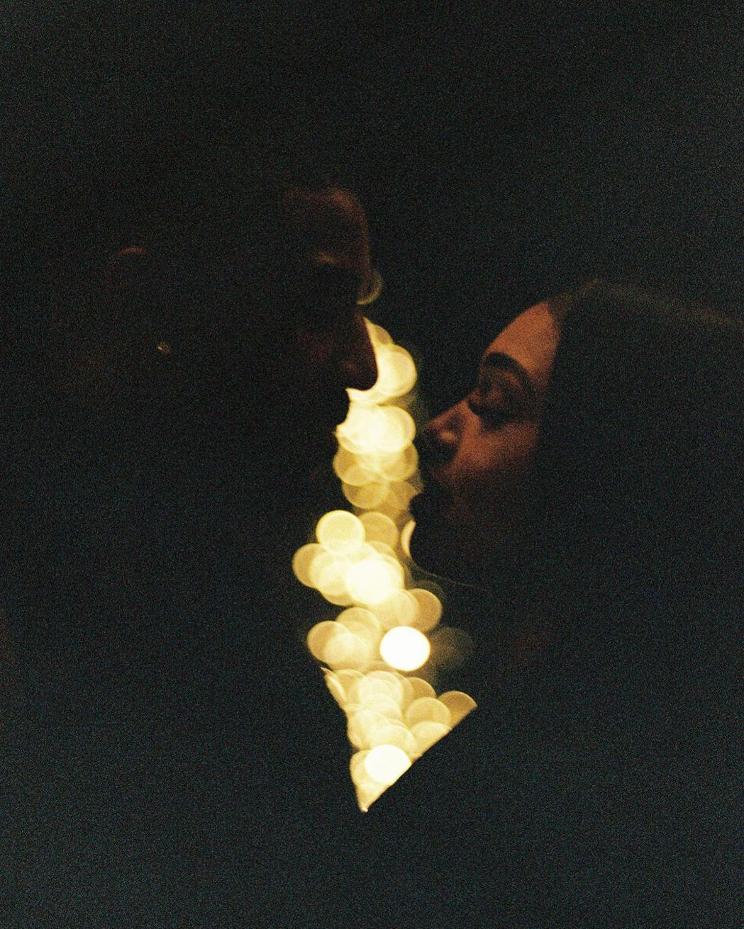 麥可B喬丹與洛莉哈維的照片雖然畫面不明亮,卻難掩彼此情意。圖/摘自Instagr...