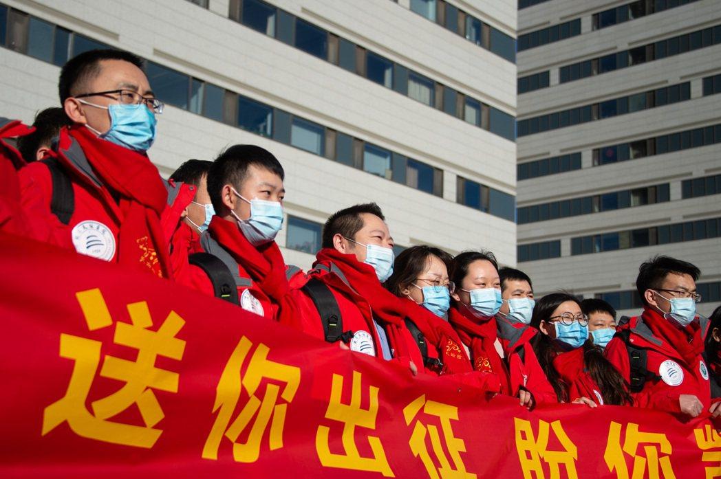 圖為中國其他各省分配往河北省支援的送別會。 圖/新華社