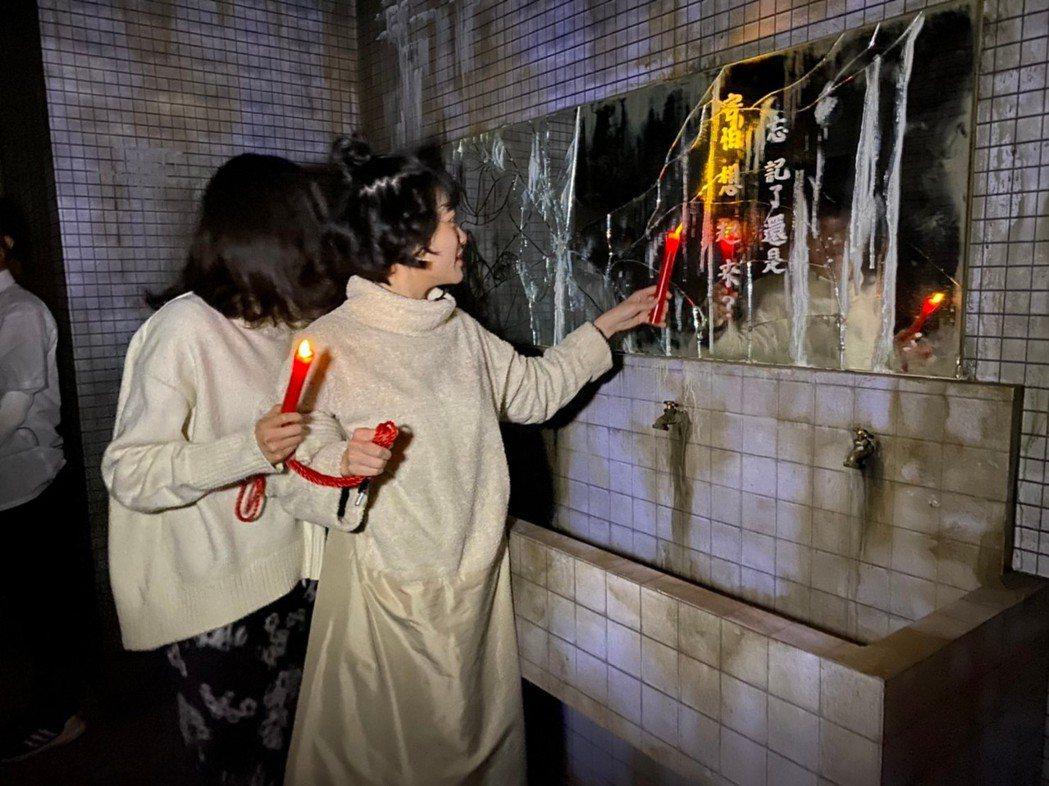 繼《返校》影集之後,韓寧(左)和李玲葦(右)跳脫角色,以畢業生角度重返翠華中學。...
