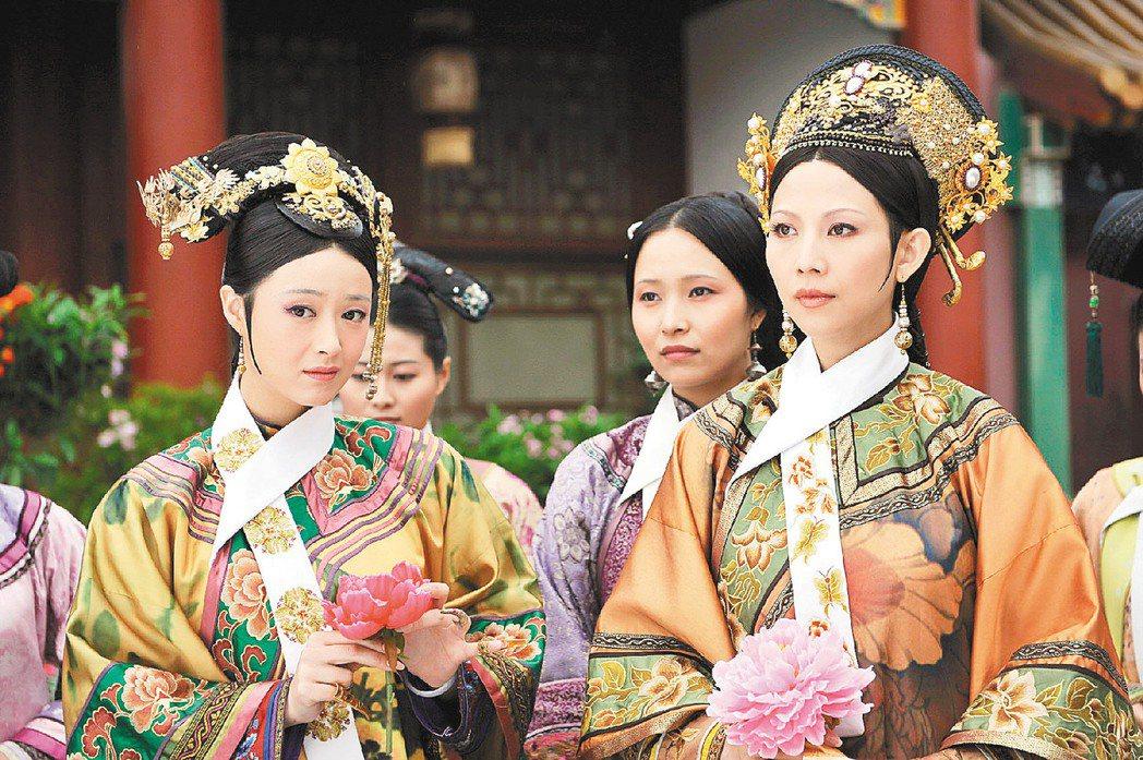 蔡少芬(右)在《後宮甄嬛傳》飾演皇后娘娘。圖/緯來提供