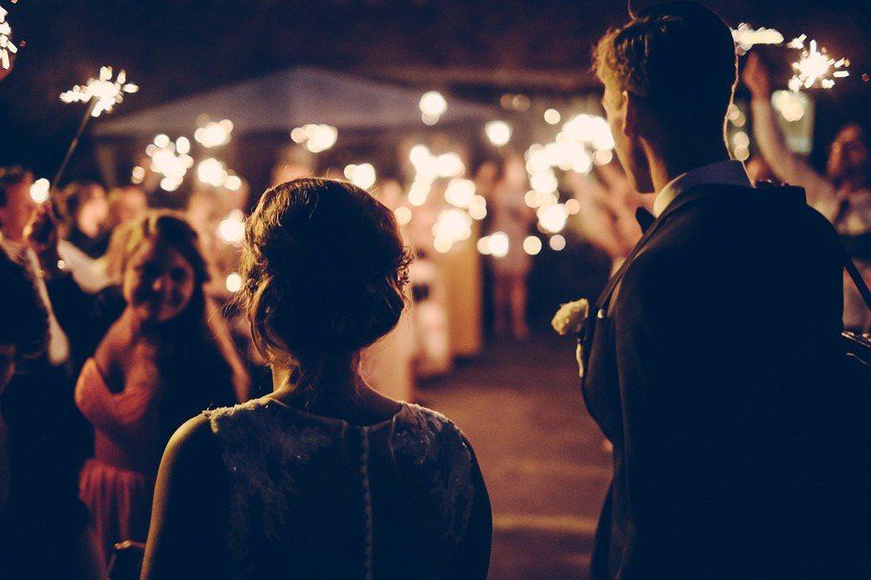 婚姻之路到了盡頭,並不是單純的厭倦到無法走下去,有的人總是把重心放在家庭中,終於...