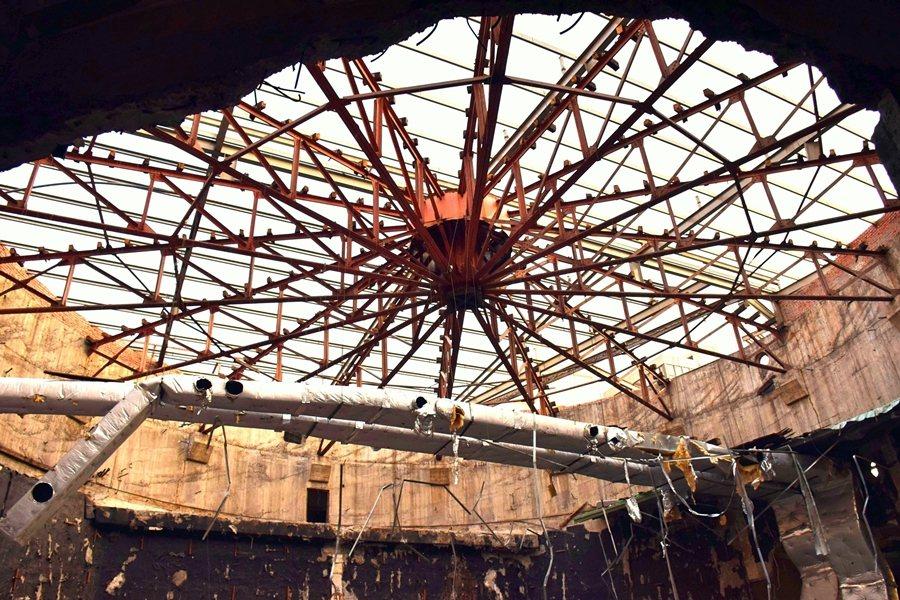 天外天劇場擁有寬幅達18.6公尺,為當時全台最巨大的十六等份普拉特桁架。 圖/作者自攝