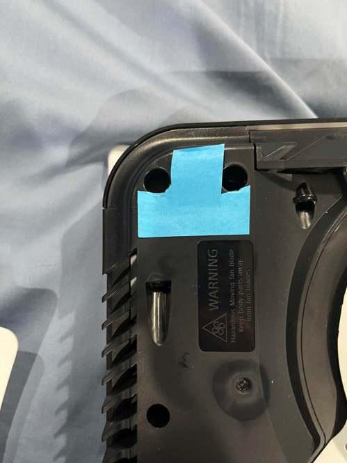 在面板黏上了便條紙.../圖片截自Reddit@NickChikenNug