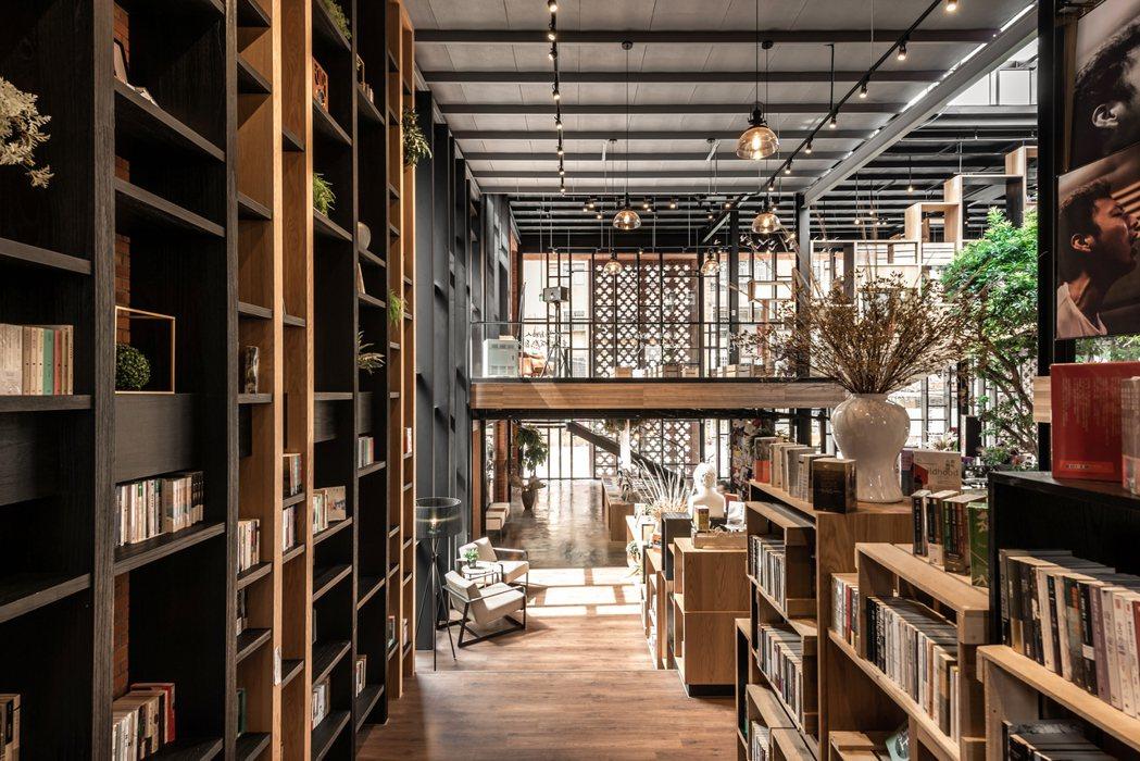 「達永秋鄉」接待中心就是書店、咖啡、餐點的自由空間,獨立書店的氣息非常符合大安區...