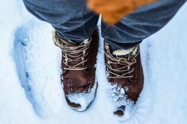 冬季氣溫低,血管遇冷易收縮,容易使病況惡化,應注意保暖。 圖/unsplash
