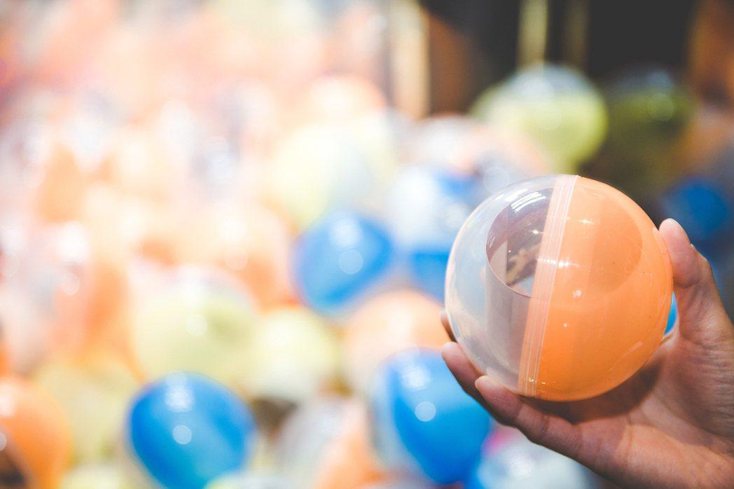 台北美福即日起推出五百顆福氣扭蛋,限量販售每顆3,600元。業者/提供
