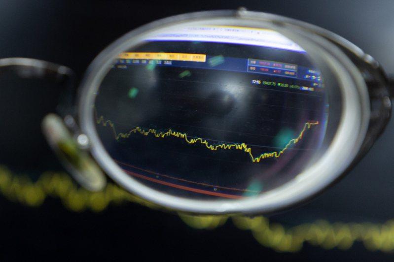 股王大立光及股后矽力-KY今日表現兩樣情,大立光股價跌破3,000元,矽力-KY往2,800關卡挑戰。記者季相儒攝影/報系資料照