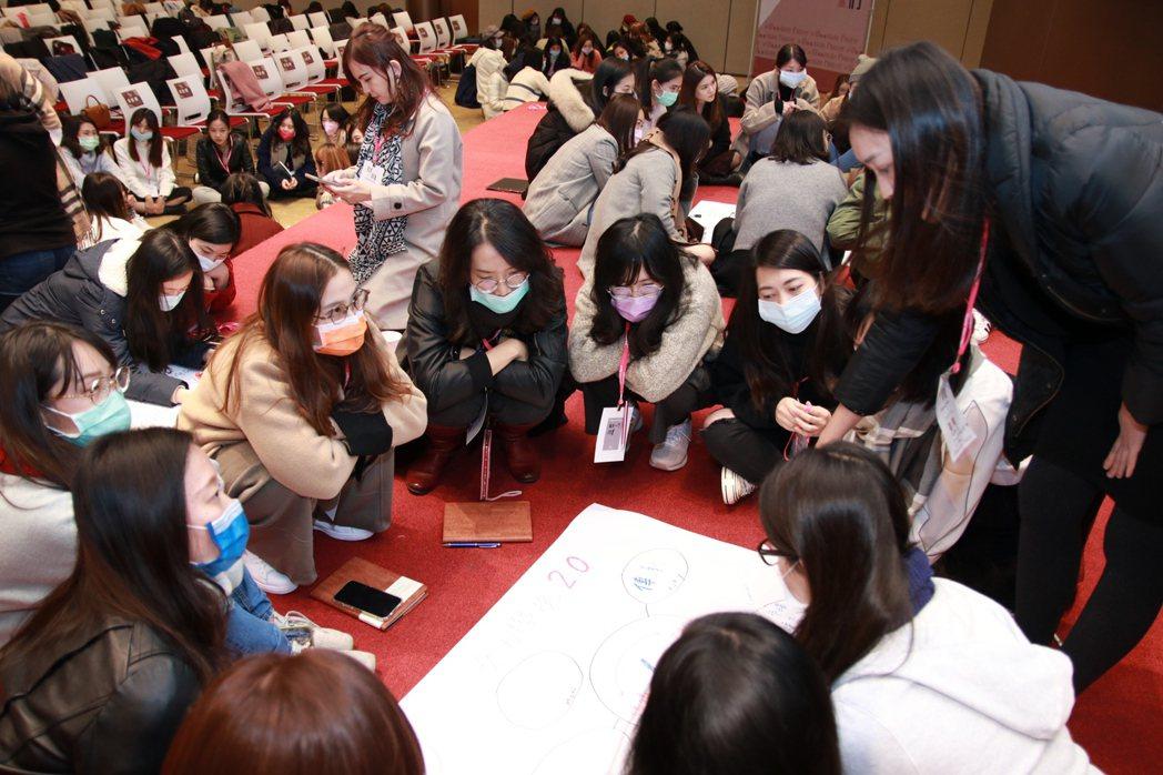 女力學院結合線上線下學習,一推出共有1300人參與。