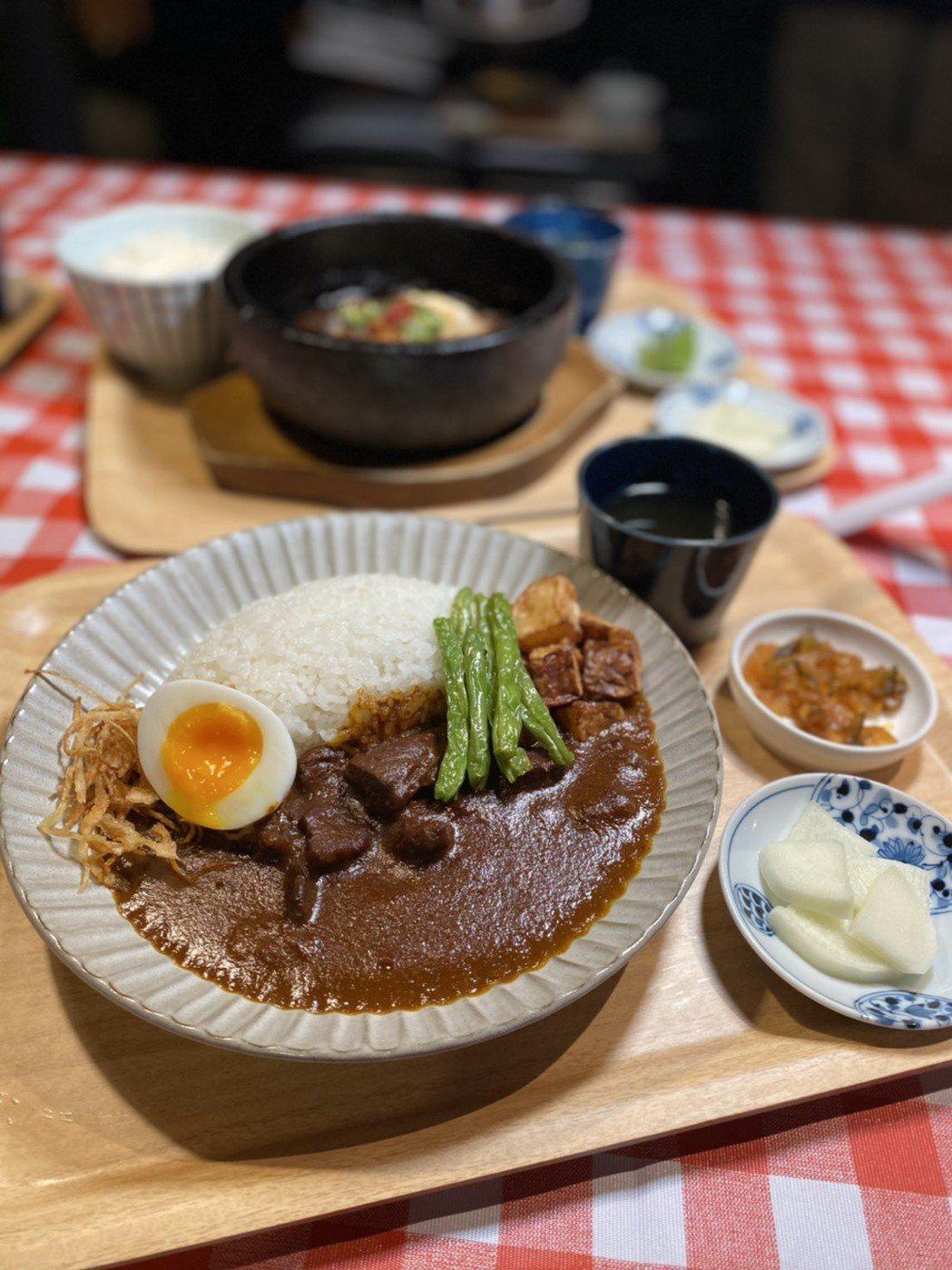 「和牛咖哩飯」與「和牛起司咖哩飯」NTD 250~270元,同樣選用日本、澳洲產...