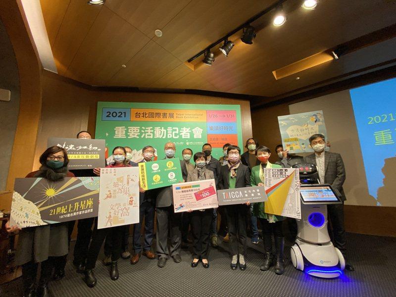 2021台北國際書展26日即將登場,12日在台北舉辦重要活動公布記者會,因應近期疫情升溫,文化部也再度強調各項防疫措施,希望讓民眾能藉由書展看見台灣、看見國際。中央社
