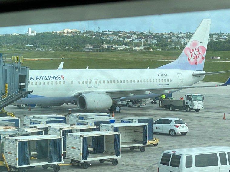關島人道包機抵台 華航執行關島人道醫療包機,班機於十一日下午自關島起飛,圖為華航...