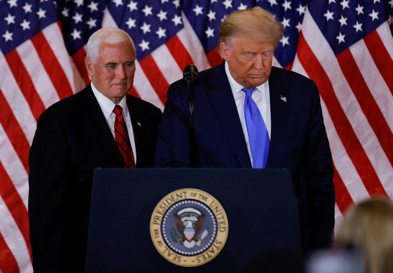 一名美國政府高級官員指出,總統川普和副總統潘斯近日進行自國會占領事件以來的首次會晤,兩人同意在剩餘的任期內共同努力,意味著潘斯將拒絕立即罷免川普的請求。路透