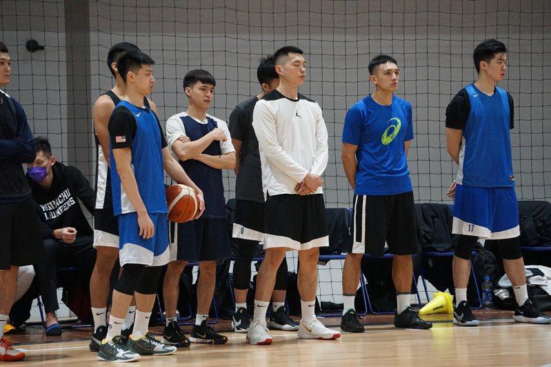 在台灣虎航鼎力促成下,中華男籃包機方式往前往菲律賓亞洲盃資格賽。 聯合報系資料照