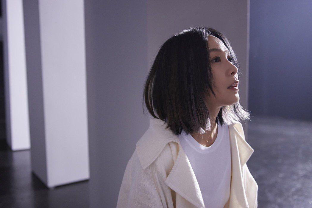 劉若英無預警釋出新歌「黃金年代」。圖/相信音樂提供