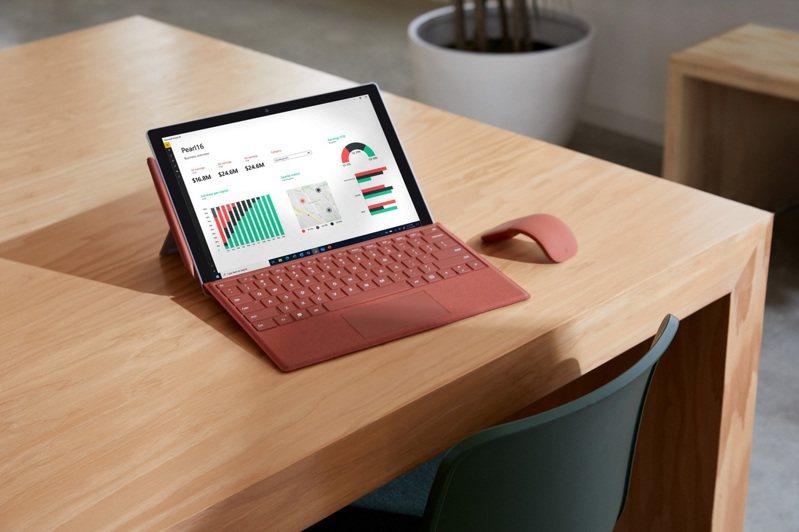 微軟發表全新Surface Pro 7+ 商務版二合一筆電。圖/微軟提供