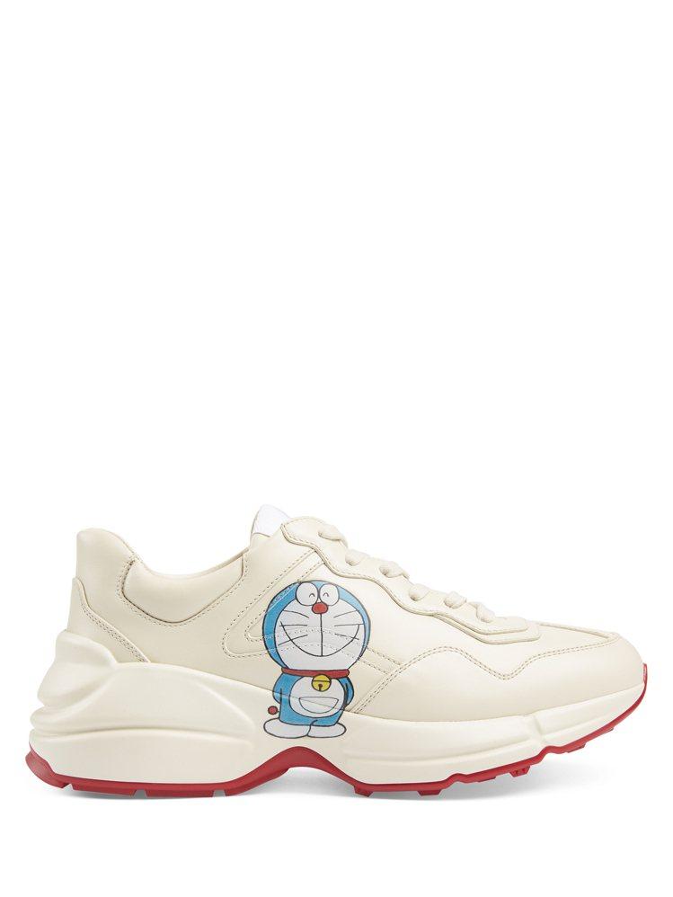哆啦A夢Rhyton系列運動鞋,32,400元。圖/Gucci提供