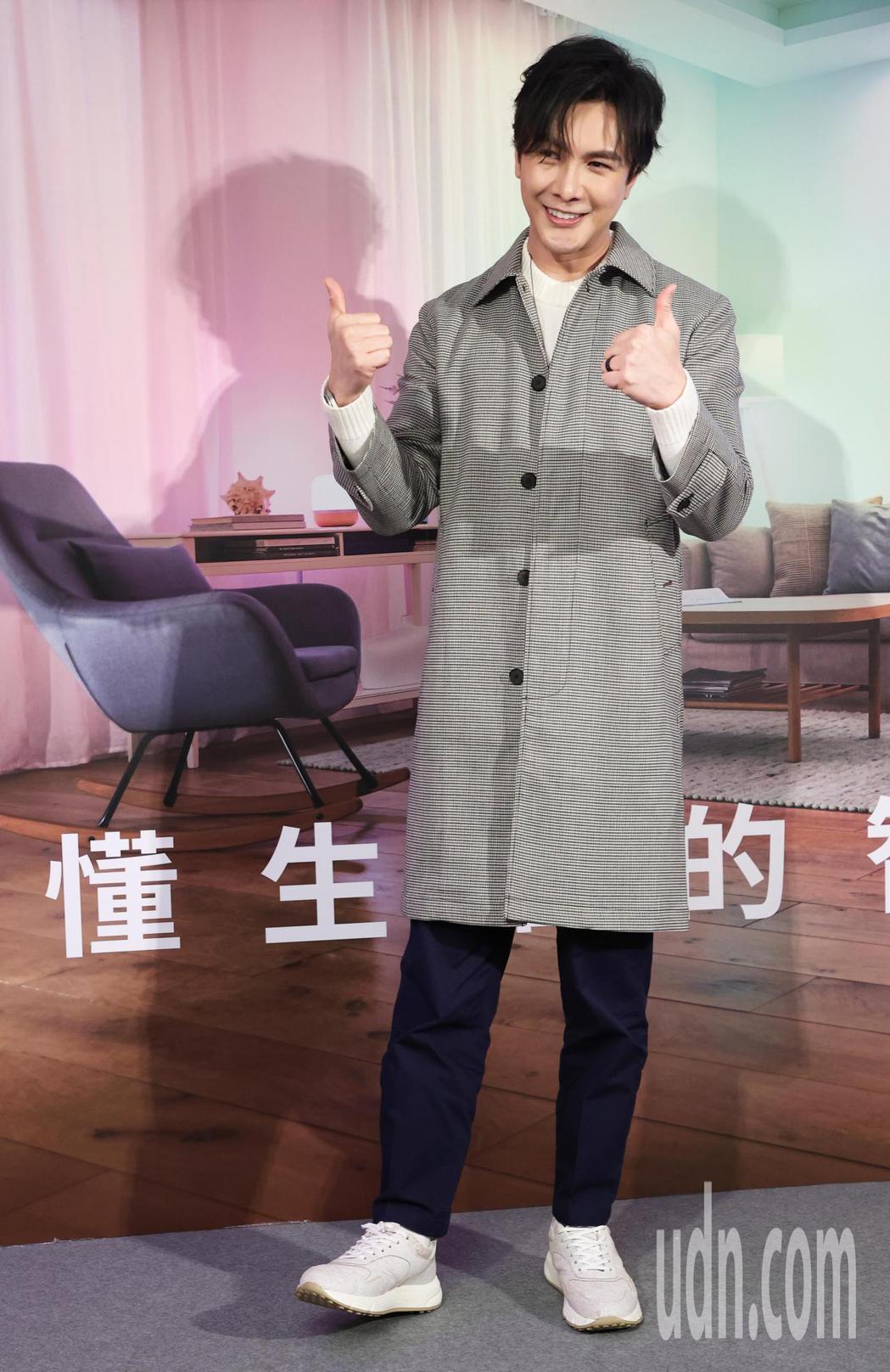 謝佳見今天為知名燈泡代言,強調他是重視生活品質的人。記者潘俊宏/攝影