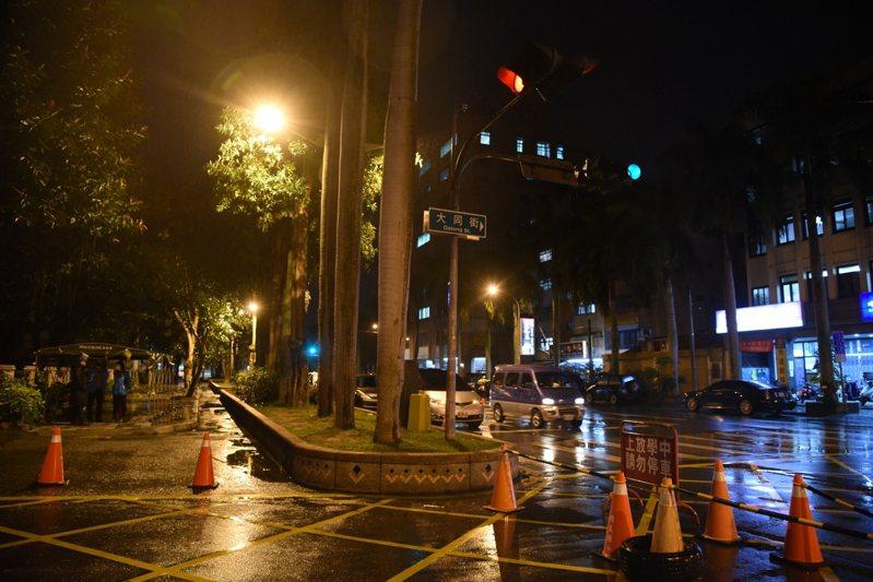 花蓮市為加強校園周邊安全,特地對花蓮市各校周邊照明設施做通盤檢討,逐一改善路燈亮度。圖/花蓮市公所提供