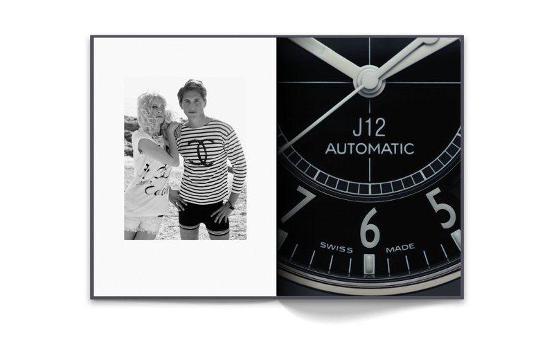 左頁為德國超模克勞蒂亞雪佛(Claudia Schiffer)與配戴J12黑色腕表的英國演員傑克戴維斯(Jake Davies)為2008年春夏高級時裝系列拍攝形象廣告,由當時香奈兒創意總監Karl Lagerfeld掌鏡拍攝,© CHANEL。右頁為搭載Caliber 12.1機芯的J12黑色腕表。攝影師Guido Mocafico掌鏡拍攝,© CHANEL。圖/香奈兒提供