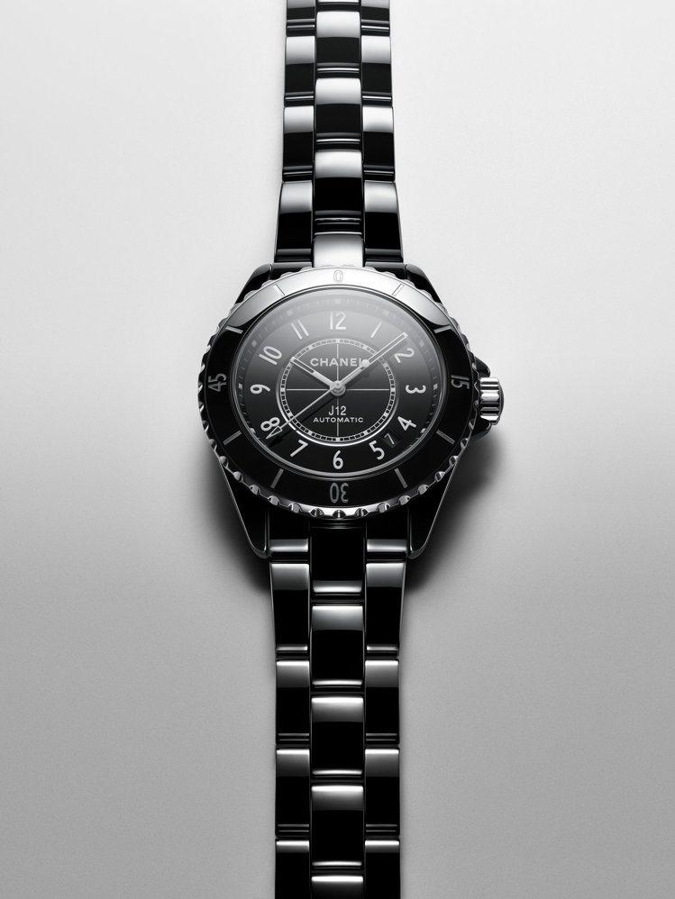 J12腕表,38毫米黑色抗磨精密陶瓷搭配精鋼表殼、Caliber 12.1自動上...