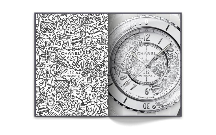 左頁為J12·20腕表表面圖騰,© CHANEL。右頁為搭載Caliber 12...