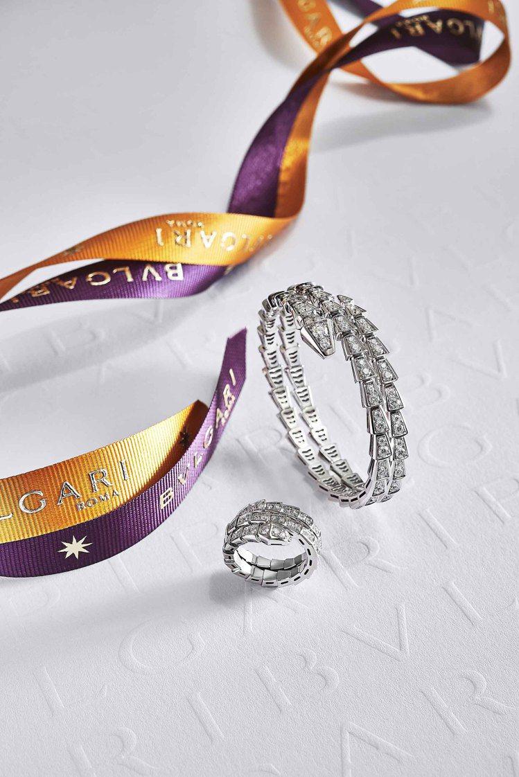 (由上至下)BVLGARI Serpenti Viper白金鑽石雙圈手環,136...