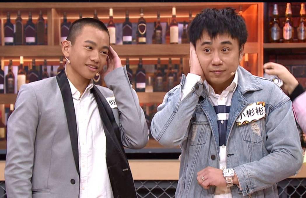 迷你彬(左)和小彬彬同台上TVBS「11點熱吵店」。圖/TVBS提供