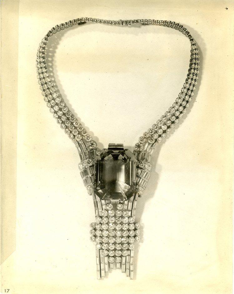 Tiffany於1939年世界博覽會展出鑲嵌海藍寶石和美鑽的高級珠寶項鍊。圖/T...