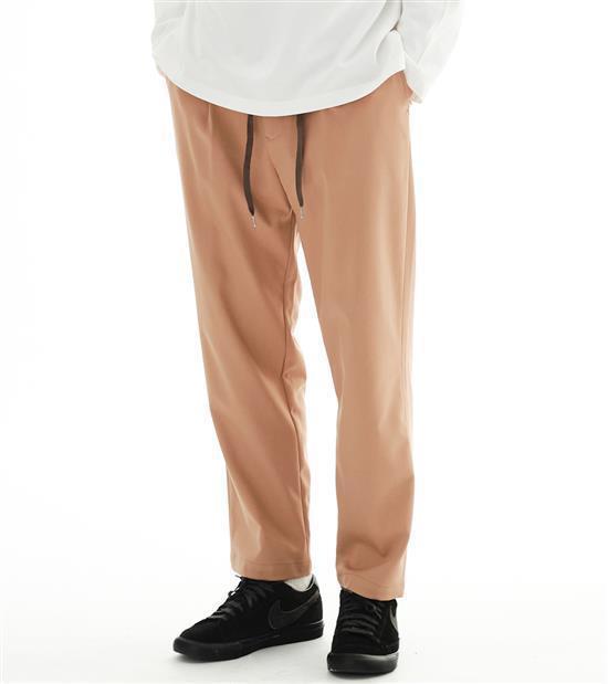 plain-me男款彈性抽繩長褲1,880元。圖/plain-me提供