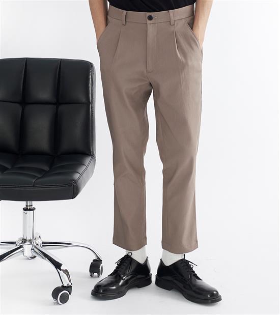 plain-me男款吸濕排汗修身長褲1,480元。圖/plain-me提供