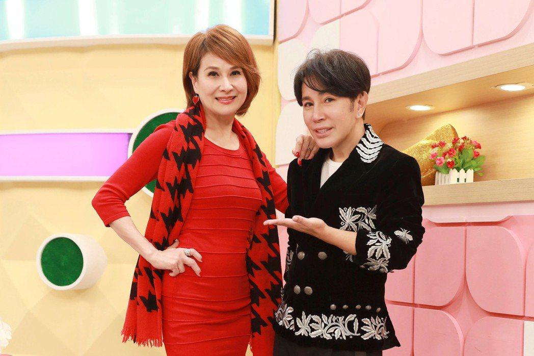 向娃(左)在節目上分享使用梵緯老師的頂級美皂心得。圖/民視提供