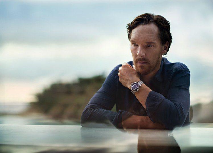 積家找來品牌代言人Benedict Cumberbatch帥氣配戴Memovox...