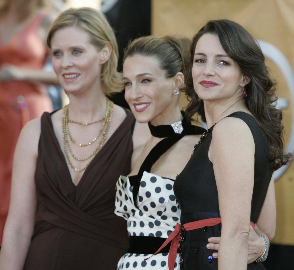 辛西亞尼克森(左起)、莎拉潔西卡派克、克莉絲汀戴維斯都可望因再演「慾望城市」賺進