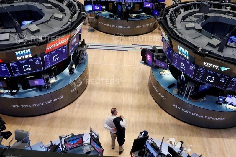 美股12日早盤在平盤附近游走,科技股表現稍強。路透