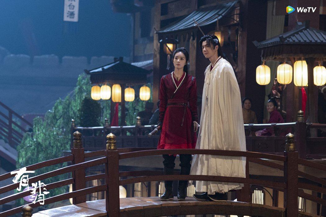 趙麗穎(左)與王一博在「有翡」中是苦命鴛鴦。圖/WeTV海外站提供