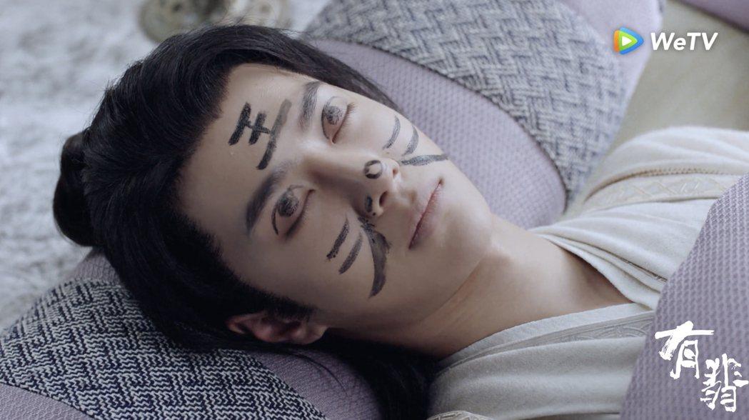 王一博臉上被畫老虎。圖/WeTV海外站提供