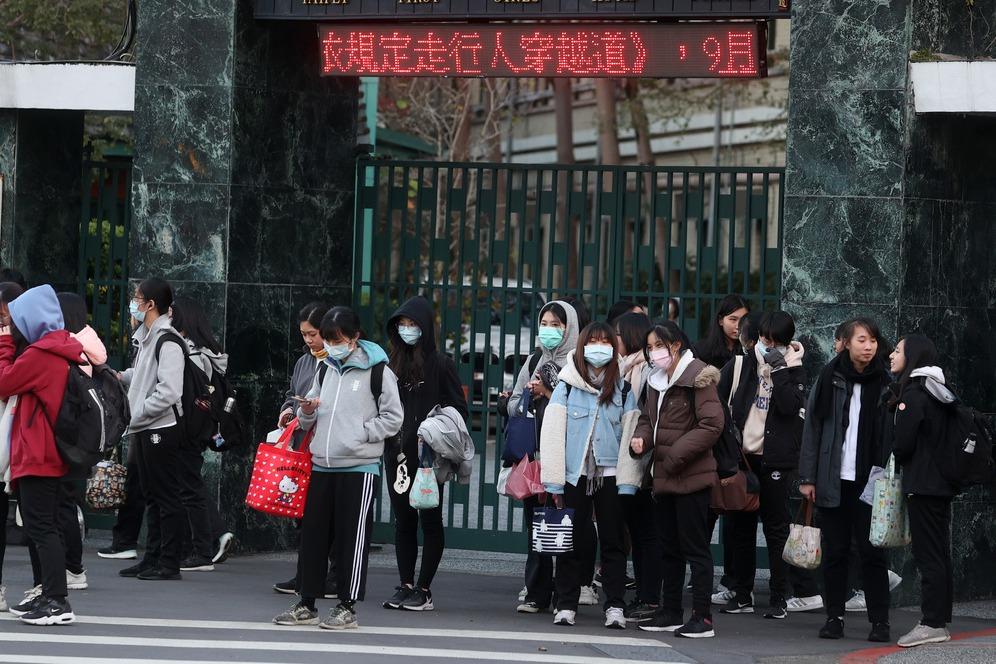 冷吱吱!5成學生:校服外禁穿保暖衣