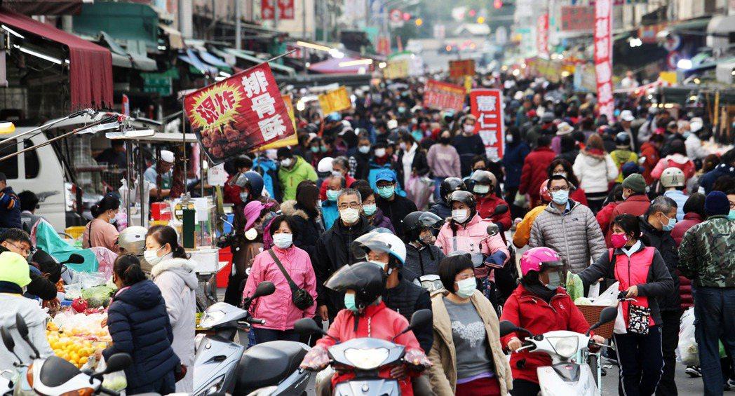 國內爆發院內感染新冠肺炎本土案例,也造成民眾人心惶惶,前往人潮聚集場所除了戴口罩...