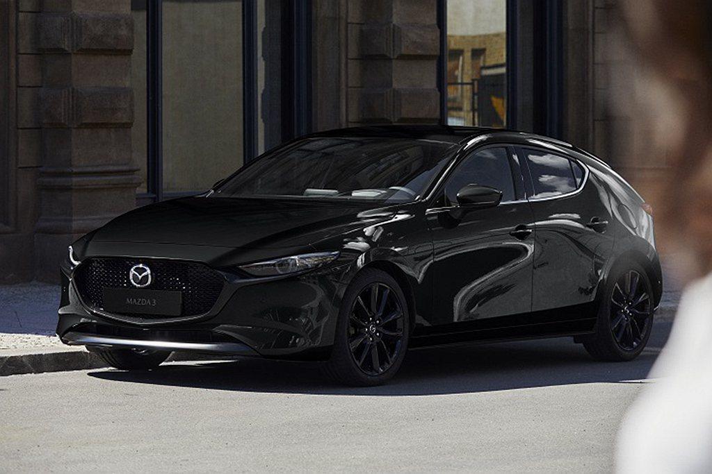 台灣馬自達推出2021年式Mazda3,五門旗艦進化型導入黑色鋁合金輪圈式樣,並...