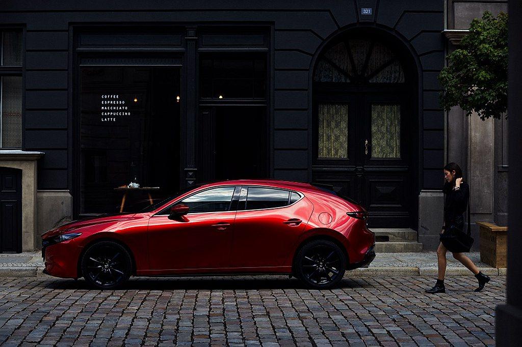 本月入主2021年式Mazda3再享「5年原廠保固」或「24期0利率」優惠二選一...