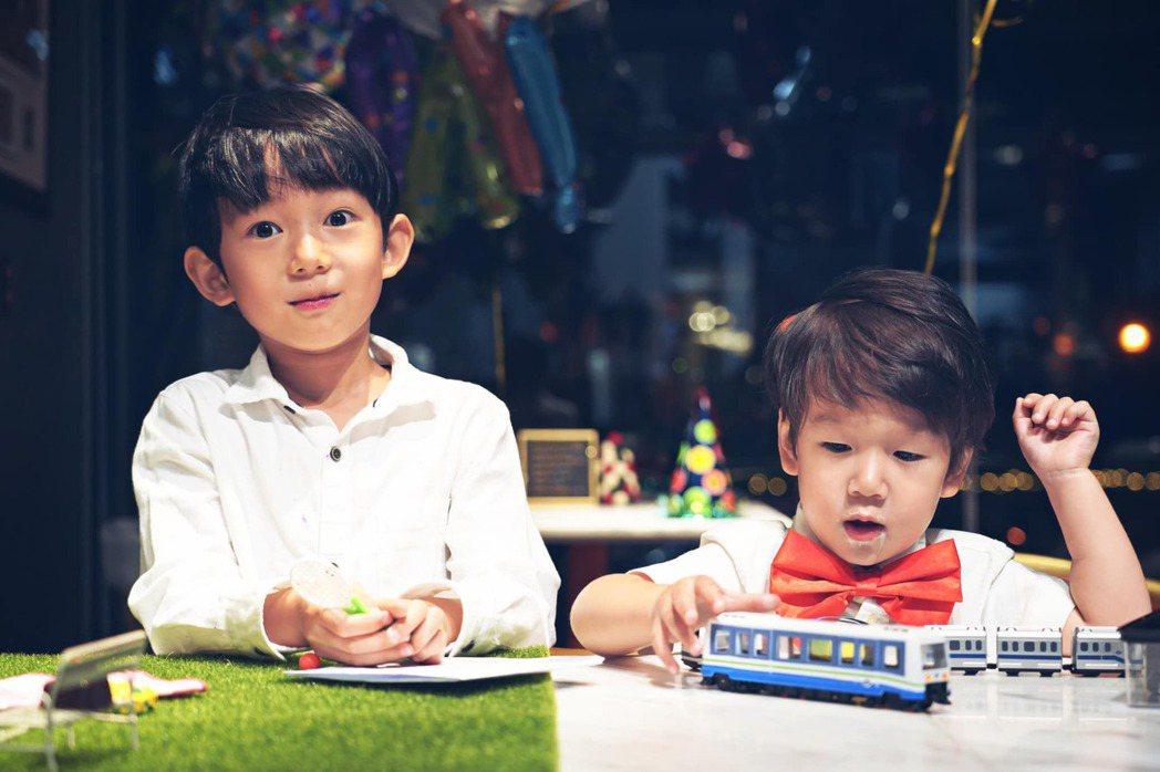 隋棠的大兒子Max與小兒子Olie。 圖/擷自隋棠臉書